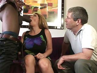 Old bisexual freak and his slutty pretty GF suck one BBC