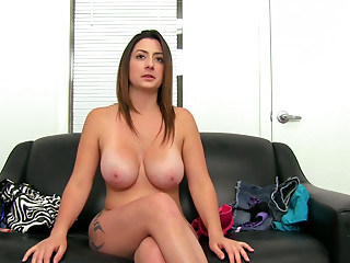 BBW beauty Tiffany Cross shows her blowjob techniques