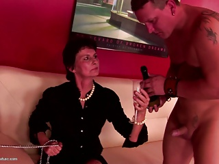 Kinky grandma fucked by youngs and eat creampie