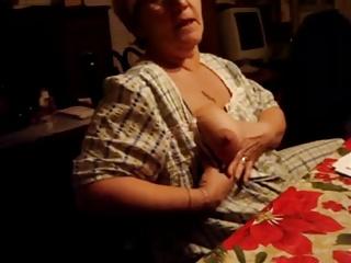 My wifes showd her  tit