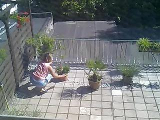 Nachbarin dicke Titten unter dem Shirt (Retro)