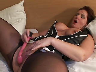 This horny mama loves to get some jizz