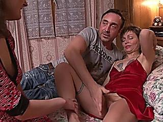 Mature elle Threesome