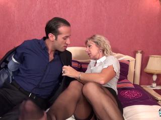 La Cochonne - 40+ French hoe Marina Beaulieu fucked like never before (French)