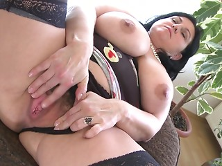 Large bumpers BBW displaying her precious gazoo seductively when masturbating