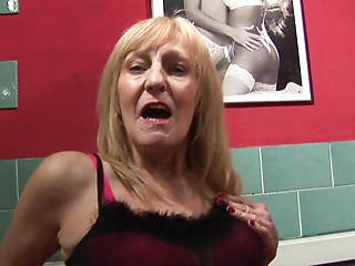 Luscious old slut enjoys having some perverted alone time