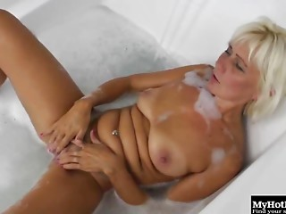 Elder lesbo having a great time with her apprentice in the bathtub