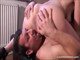 Aged bitch squirts cum right on her boyfriends face