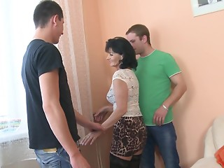 Rayna has an opportunity to engage in the hawt 3some shagging
