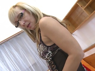 Aged golden-haired licks used sex toy as that babe acquires her demanding cum-hole rammed so hard