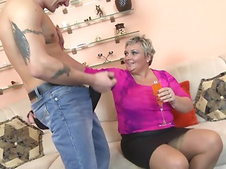 Short-haired housewife from the Netherlands is team-fucked in a coarse way