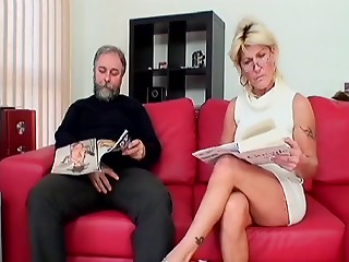 Breasty MILF in glasses performs a cute oral-stimulation and receives her fur pie screwed on the bed