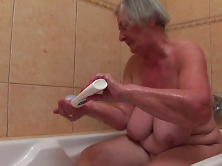 Grandmother with an incredible couple of saggy wobblers bonks him