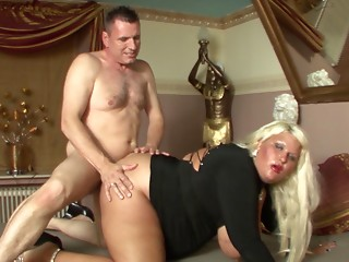 Plump blond allows her most excellent allies to team fuck her like not ever in advance of
