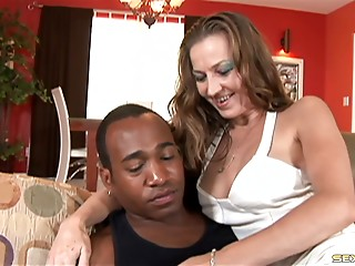 Old wife calls over her hung darksome paramour when hubby leaves