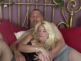 Eating out his wife and fucking her consummate moist twat