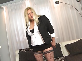 Old golden-haired maid widens her legs on the couch and receives humped