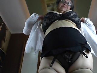 Obese aged beauty with massive natural scoops toys her fur pie