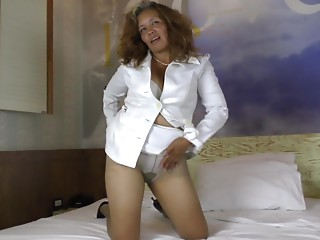 Adrenalizing tanned senorita is pleased to masturbate one time once more