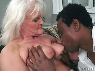 Old bitch goes dark and his obese dong makes her elder cunt feel valuable