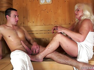 Old slut fucking in the sauna with a hard wang man