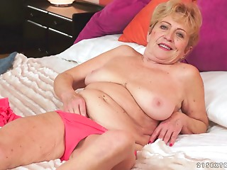 Seductive fat milf sucks wang and gives a decision to passionately ride it