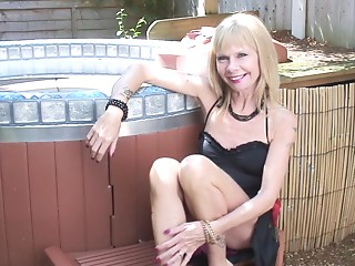 Nasty experienced blond stabs her own cookie by the pool