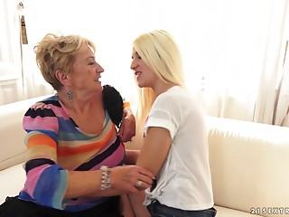 Teenie sweetheart tosses a grannies salad and makes her cum