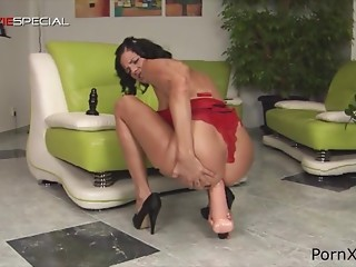 Hawt woman flaunts and takes large sex toy for enjoyment