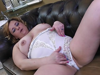 Overweight old lady playing with her cunt fingering solo scene