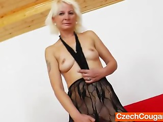 Golden-haired amateur-mom fucking herself plus a sex tool