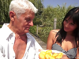 Enthralling lady with natural marangos gets the experienced pecker