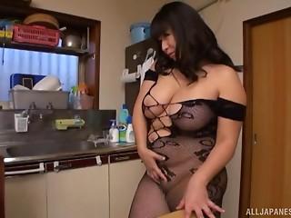 Yukari gives her experienced neighbour an astounding treatment