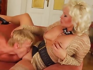 Aged blond acquires screwed unfathomable and hard in her wazoo