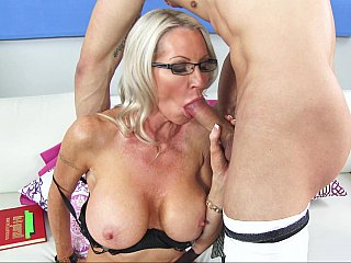 Learning sex with an experienced MILF